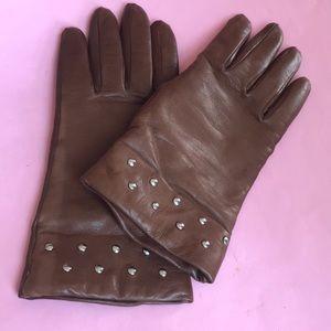 Vintage light brown leather gloves